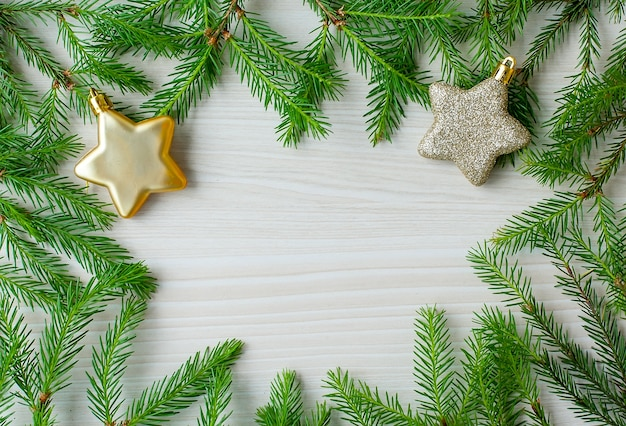 Kerst sparren takken frame met ster speelgoed en copyspace