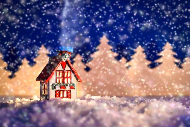 Kerst sprookjesachtige foto van een winterhuis