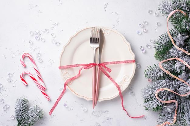 Kerst tabel instelling en roze decor