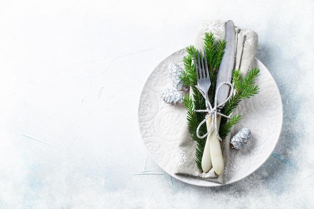 Kerst tabel instelling met kerstversiering