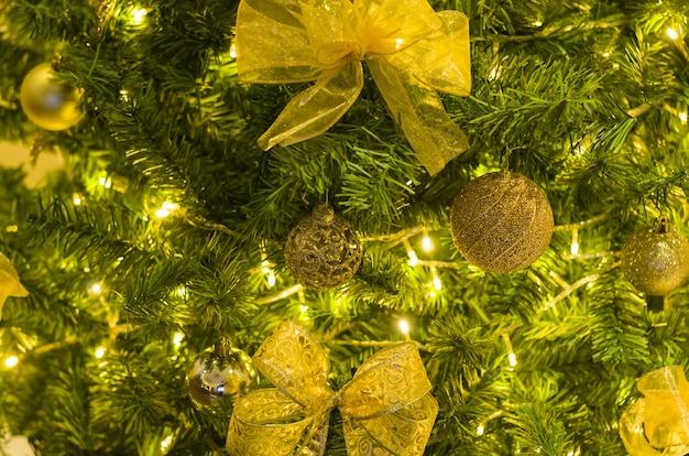 Kerst textuur voor achtergronden, kerstboom, pijnboom, versierd.