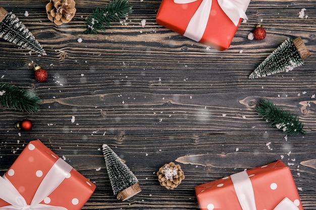 Kerst vakantie elementen op houten achtergrond