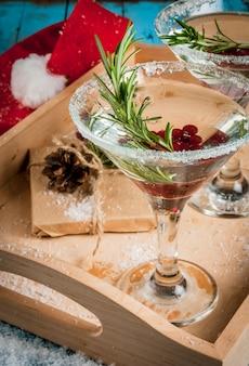 Kerst verfrissend drankje met veenbessen en rozemarijn