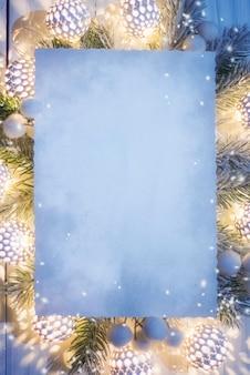 Kerst verlichting. bovenaanzicht, plat lag, kopieer ruimte.