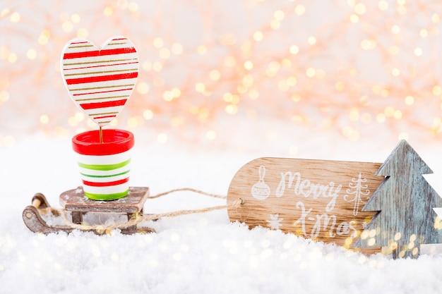 Kerst wenskaart. feestelijke decoratie op bokex zilveren achtergrond.