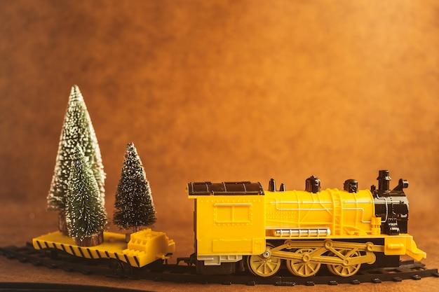 Kerstavond ideeën concept met gele trein