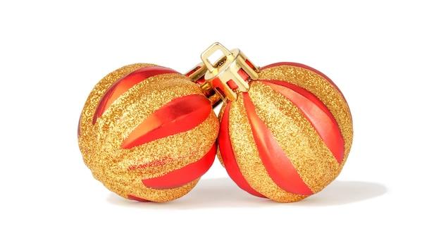 Kerstballen geïsoleerd op een witte achtergrond. nieuwjaar rood rond speelgoed.