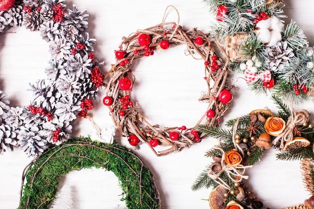 Kerstbeurs, grote keuze aan aromatische natuurlijke kransen