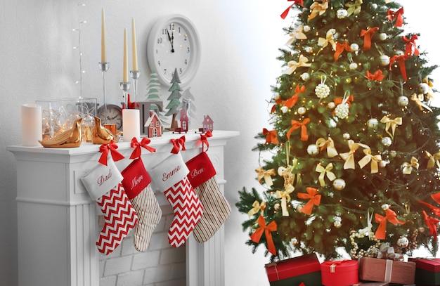 Kerstboom bij versierde open haard in de kamer