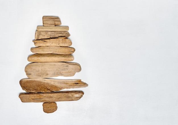 Kerstboom gemaakt met drijfhout