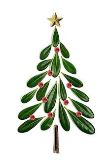 Kerstboom gemaakt van bladeren en tak
