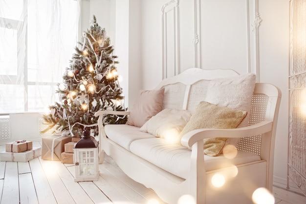 Kerstboom in de woonkamer