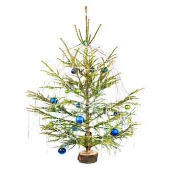 Kerstboom met decoratie geïsoleerd op een witte achtergrond