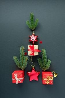 Kerstboom met kerstdecoratie
