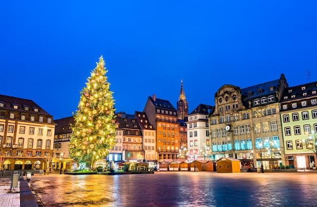Kerstboom op place kleber in straatsburg, frankrijk