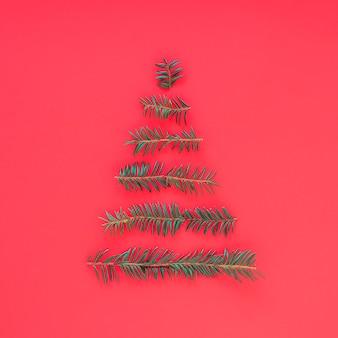 Kerstboom van dennentakken