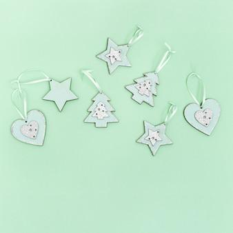 Kerstboomdecoratie in hart-, boom- en hartvormen