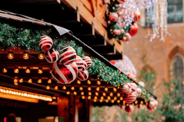 Kerstboomdeocratie, snuisterijen op markt in wroclaw, polen
