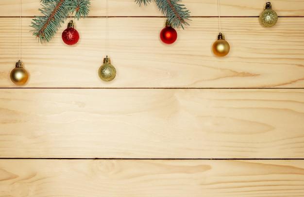 Kerstboomtakken met decoraties