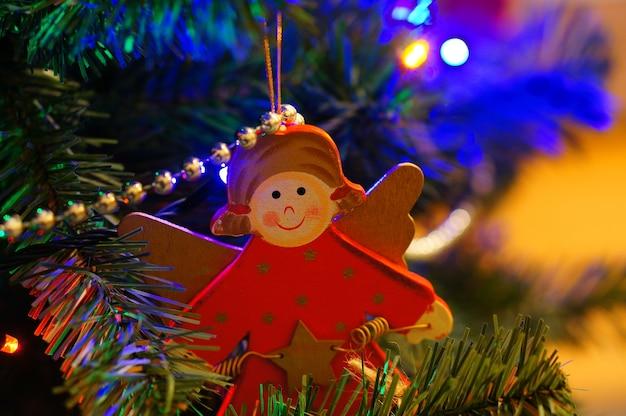 Kerstboomversieringen in de vorm van een engel