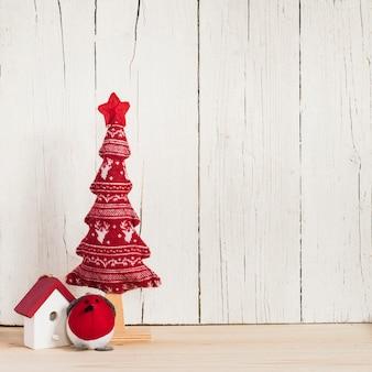Kerstboomversieringen met kopie ruimte aan de rechterkant