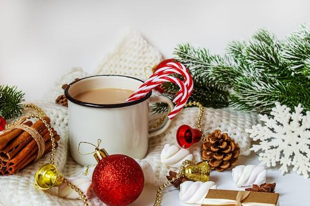 Kerstcacao met marshmallows. nieuwe vakantie. selectieve focus.voedsel