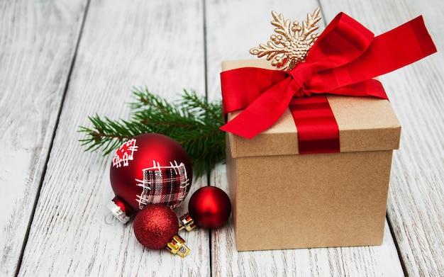 Kerstcadeau doos en ballen
