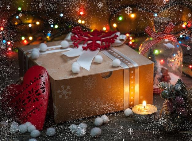 Kerstcadeau doos met kerstversiering
