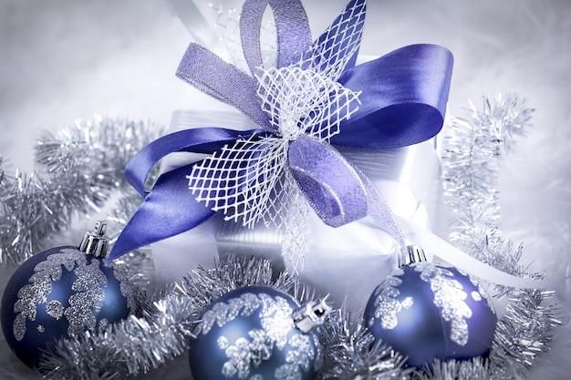 Kerstcadeau en blauw