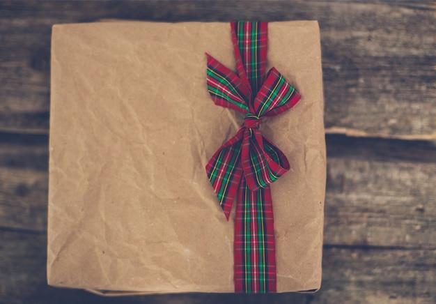 Kerstcadeau met schattig lint