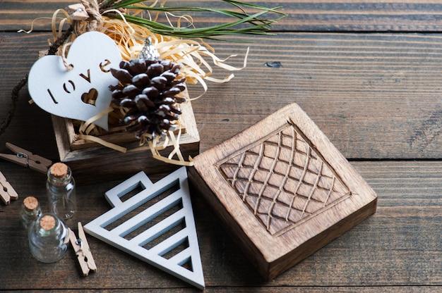 Kerstcadeau verpakking, houten vintage speelgoed