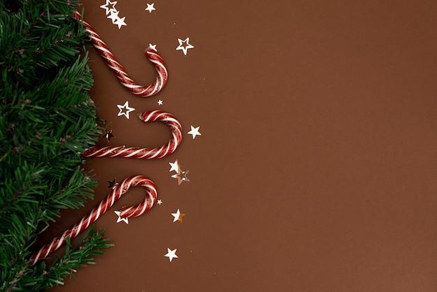 Kerstcadeaus presenteert op bruin
