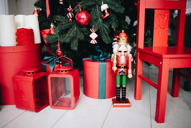 Kerstcadeautjes onder de kerstboom
