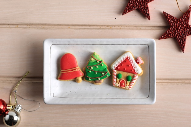 Kerstconcept met lay-out ingericht poedersuiker koekjes samenstelling. ruimte voor tekst kopiëren