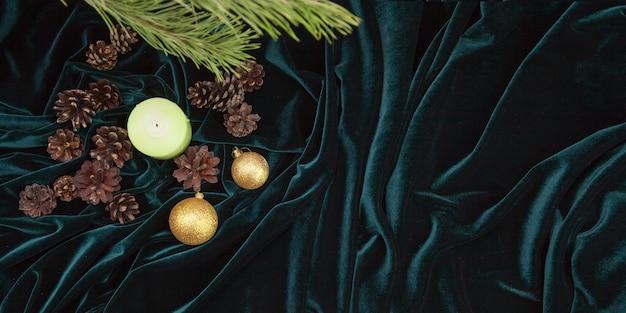 Kerstdecor en decoraties op een fluwelen achtergrond