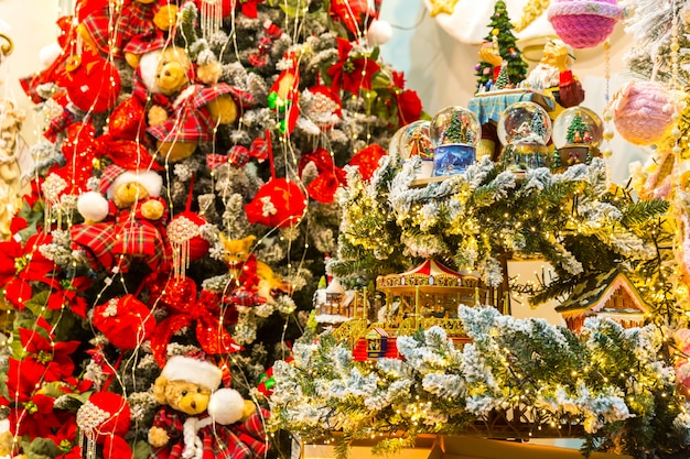 Kerstdecor, kerstboom decoratief ontwerp, nieuwjaar. winter vakantie feest