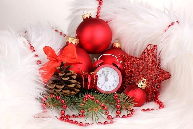 Kerstdecoratie met klok in wit bont