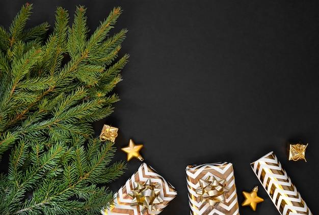 Kerstdecoratie op donkere achtergrond