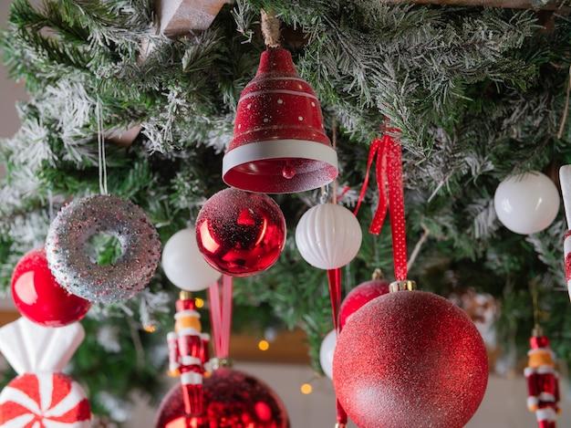 Kerstdecoratie van de kamer in het interieur