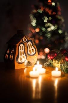 Kerstdecoratie van het interieur van het huis