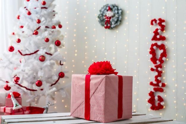 Kerstdecoraties in de woonkamer