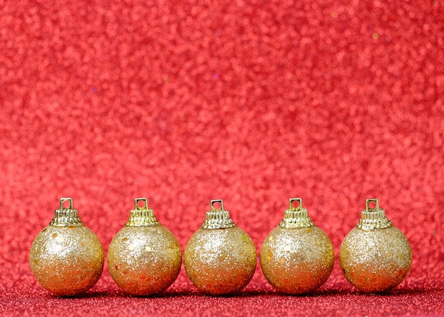 Kerstdecoraties op een glitter achtergrond
