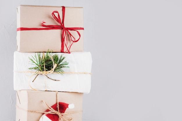 Kerstdozen verpakt in kraftpapier