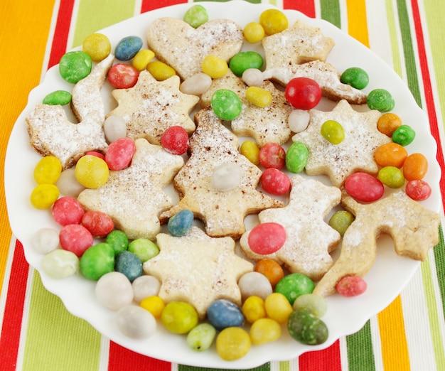 Kerstgembergebak met de heldere snoepjes
