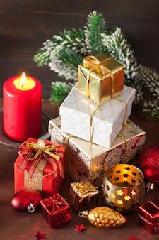 Kerstgeschenkdoos en decoratielicht
