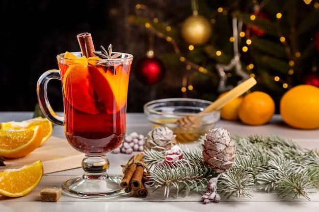Kerstglühwein met kaneel en citrus