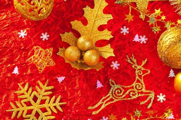 Kerstkaart gouden en rode achtergrond