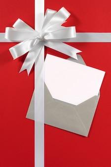 Kerstkaart met cadeau lint verticale