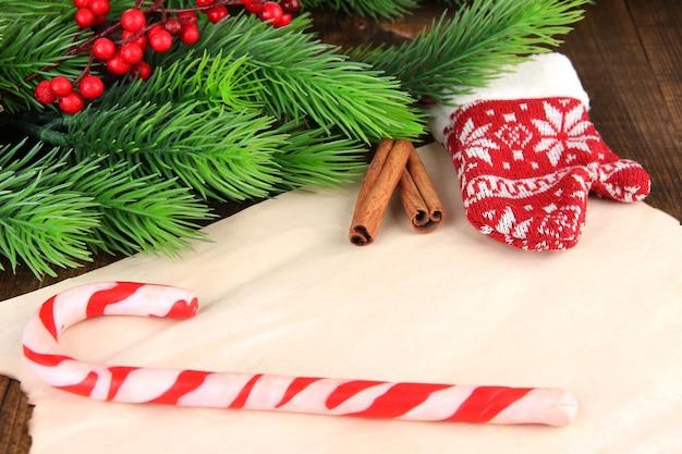 Kerstkaart op houten achtergrond
