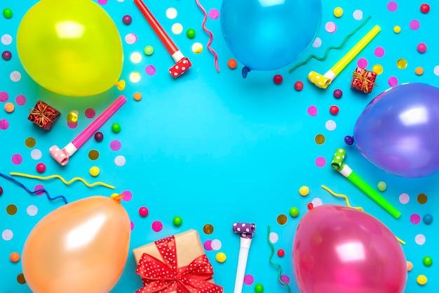 Kerstkaart plat lag bovenaanzicht happy birthday party concept